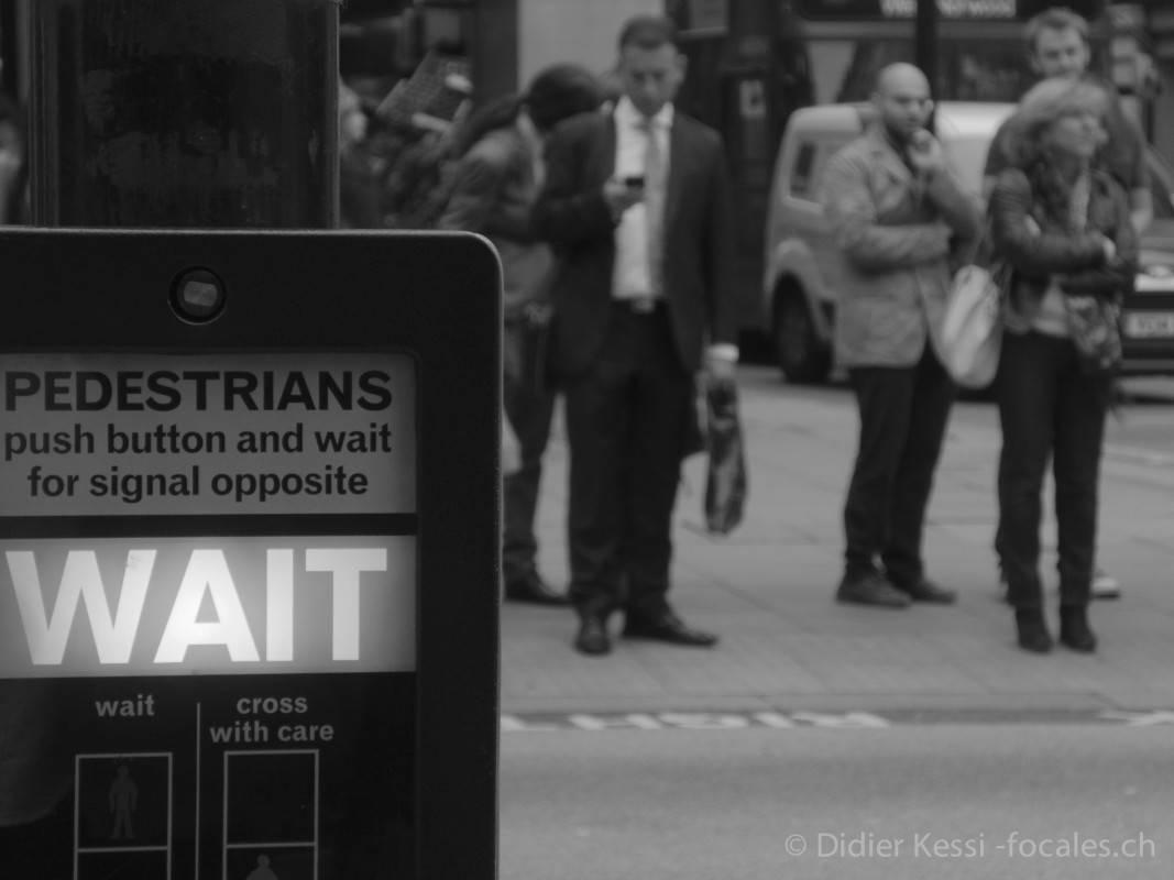 Londres: La légendaire discipline des Anglais.
